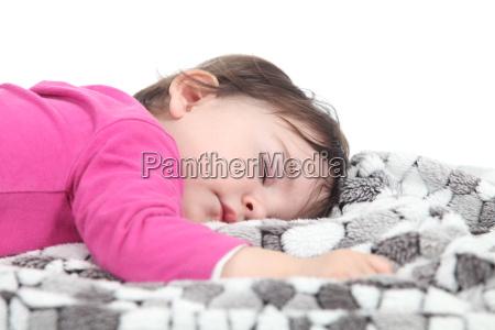 baby schlaeft auf einer decke
